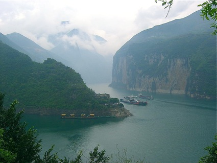 Three gorges river boat cruise