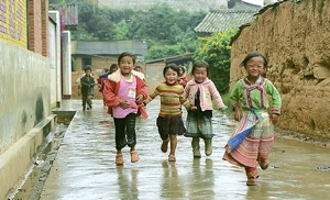 Children running in Chinese village