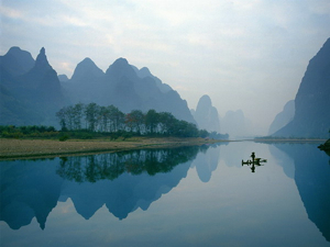 Peaceful water and misty hills in Yangshuo, China